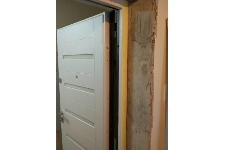 Входная дверь ул.Холмогорская три контура двухцветная