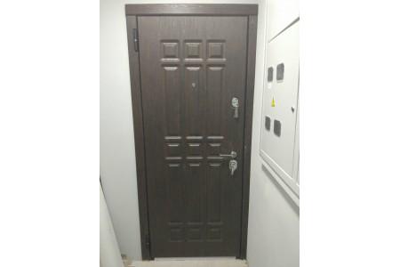 Входные двери Боровляны 2 контура двухцветное полотно